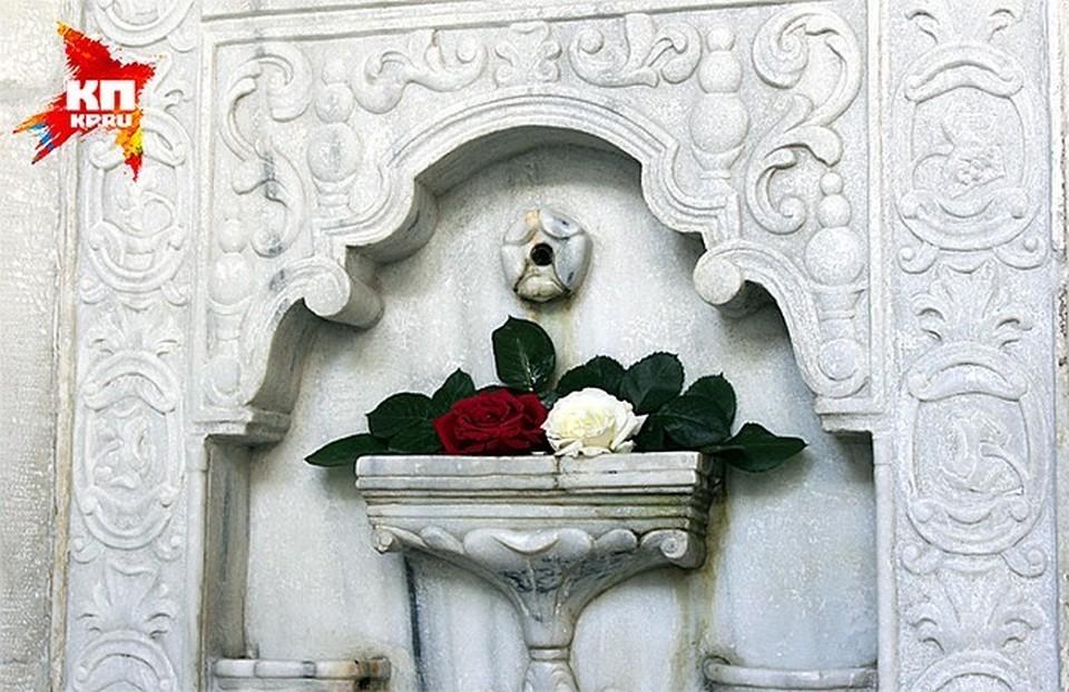 А вот и главная сказка Крыма — тот самый Бахчисарайский фонтан