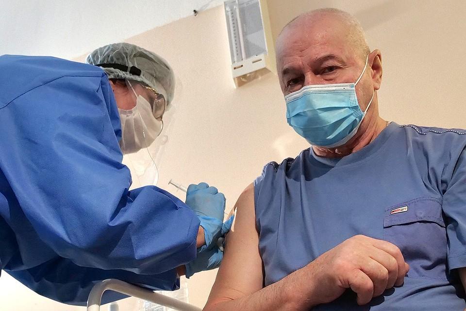 Во время вакцинации от коронавируса в одной из поликлиник Самары.
