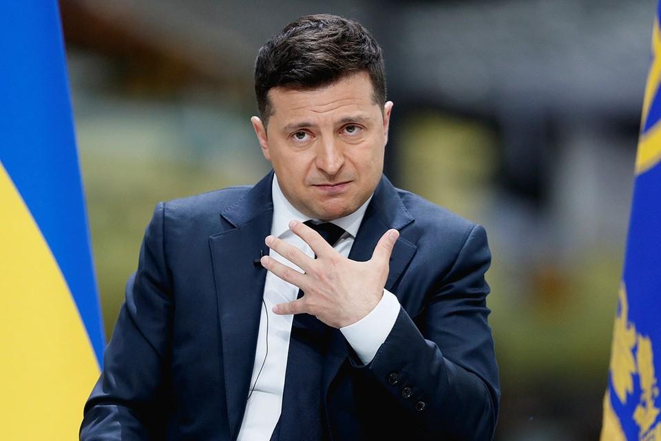 Президент Украины Владимир Зеленский внес в Верховную Раду законопроекты об увеличении числа Вооруженных сил республики и об основах национального сопротивления.