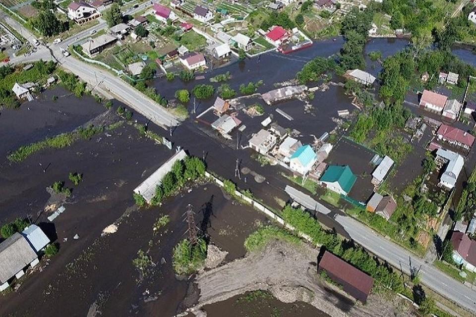 Всего в Верхней и Нижней Салде затоплены больше 50 домов, некоторые из них – по самую крышу. Фото: Instagram Евгения Куйвашева