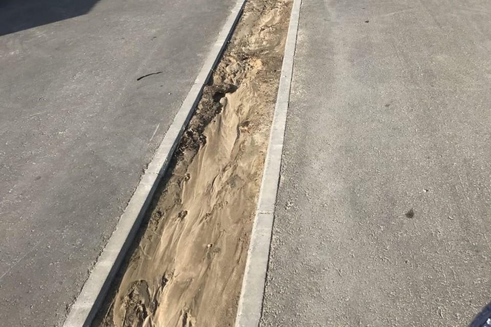 """Фото: паблик """"Злой Ноябрянин"""". Одна из жалоб поступила на этот тротуар."""