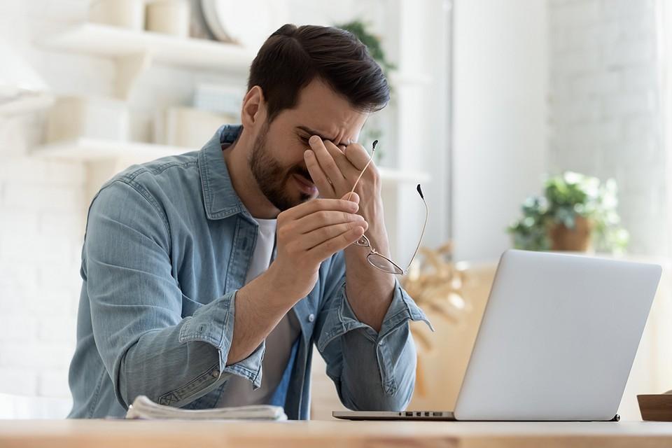 Если вы проводите значительное время перед монитором, вы, вероятно, замечали такие симптомы, как напряжение глаз, раздражение, покраснение, нечеткость и даже двоение изображения