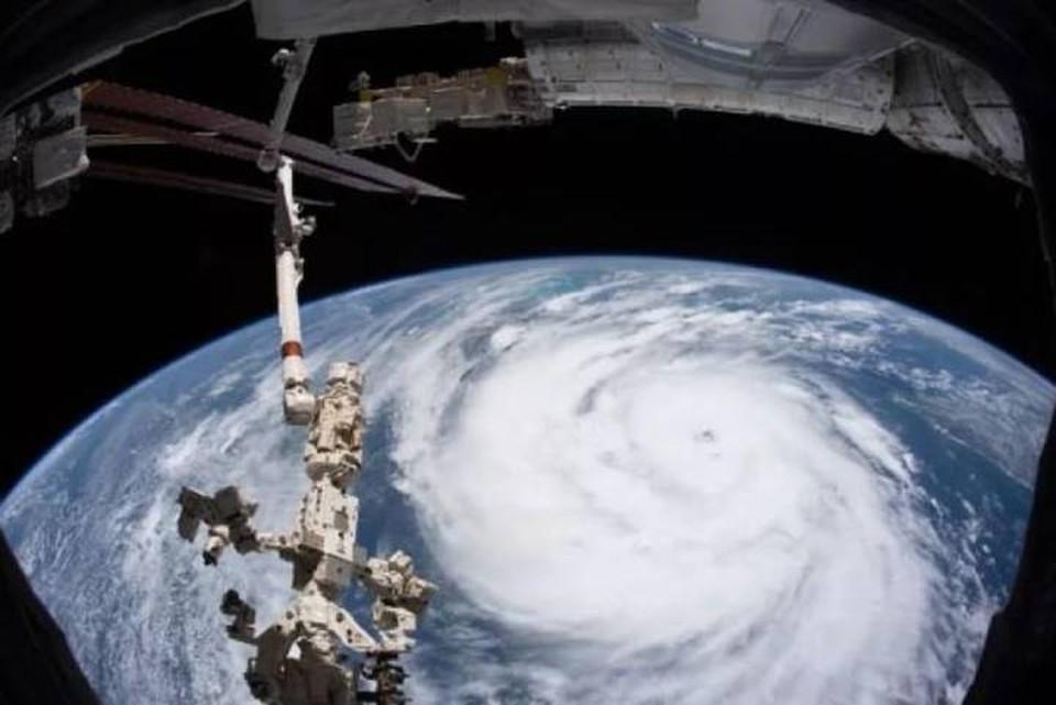 Вид с борта МКС на облачную шапку Иды.