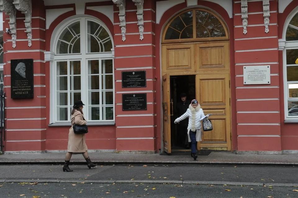 В СПбГУ предоставили статистику по отчислениям из-за поддельных медицинских справок.