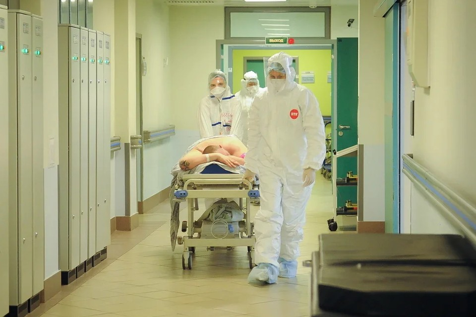 В Петербурге за сутки госпитализировали в ковидные стационары 178 человек.
