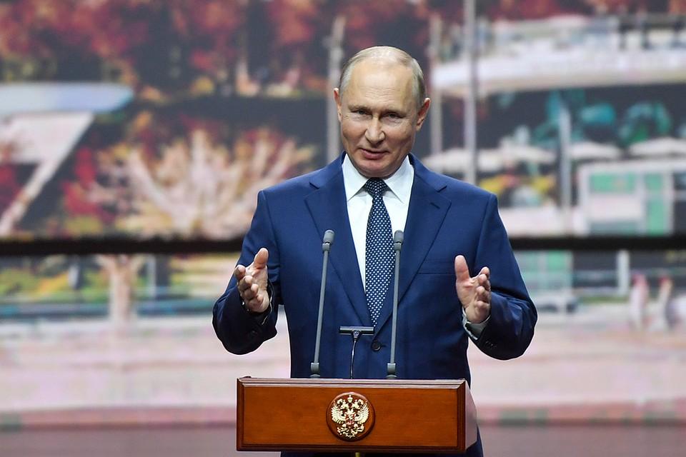Владимир Путин выступил в концертном зале «Зарядье» и поздравил столичных жителей с Днем города. Фото: Михаил Воскресенский/POOL/ТАСС