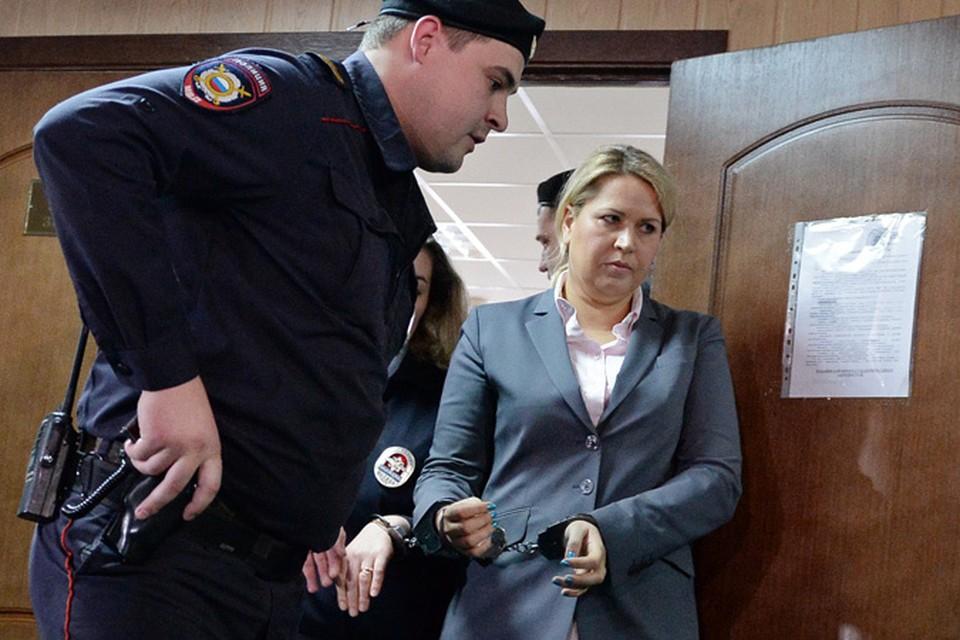 Депутаты Госдумы от фракции ЛДПР направили обращения в ряд инстанций, дабы разобраться, где все-таки сейчас находится осужденная на 5 лет Евгения Васильева